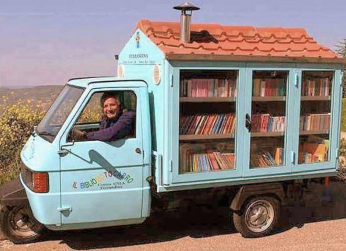 A-Casalnuovo-di-Napoli-arriva-il-maestro-La-Cava-con-il-bibliomotocarro-copertina
