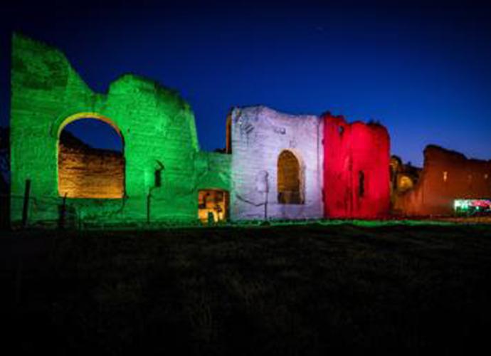 Le-Terme-di-Caracalla-si-illuminano-con-il-Tricolore-copertina