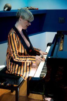 Vanessa Grey al pianoforte-6