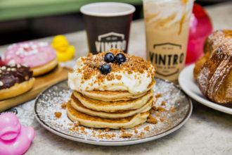Vintro - Pancake chantilly, blueberry e lotus