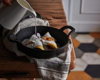 Crespelle ripiene di radicchio, noci e pomodori secchi, fonduta di noci Macadamia, mandorle fermentate e Sumac Keto Friendly