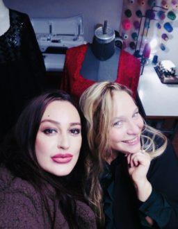 Ieva Lykos con Eleonora Lastrucci, nel suo atelier