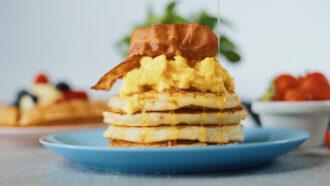 Pancake Egg & Bacon - Pancake salato con uovo strapazzato e bacon croccante