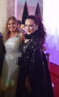 Ieva Lykos con la famosa attrice e cantante Yousra