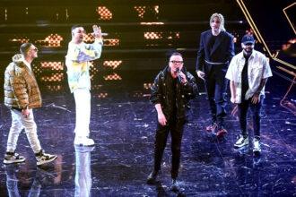 Ivan Granatino con Gigi d'Alessio sul palco dell'Ariston-1