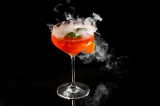 Cocktail coninfusori per il ghiaccio secco