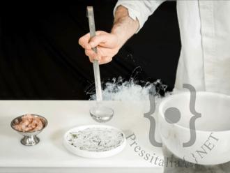 Mazzancolle al sale con lime,erbette e azoto liquido dello chef Emanuele Paoloni