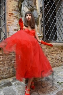 Nicole Macchi in Vivien Luxury - Sermoneta Gloves - Best Color Make Up