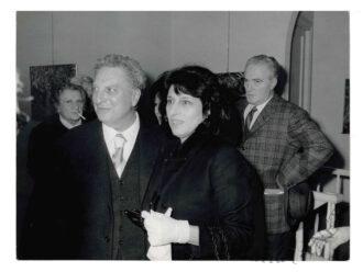 Carlo Levi con Anna Magnani e alle spalle Renato Marino Mazzacurati ad una inaugurazione negli anni Sessanta