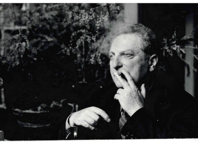 Carlo-Levi-mentre-fuma-il-sigaro-cop