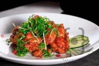 Gainn Padak - Pollo fritto servito con salsa agrodolce e cipollotti freschi
