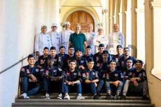 Il presidente Maurizio Arosio, al centro, con i finalisti del campionato italiano giovani macellai di Federcani